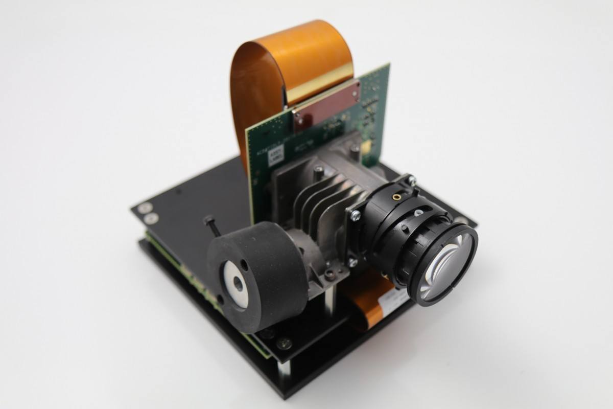 DLi6500-Fiber .65 1080p Type-A RAY Optics Bundle (Front)